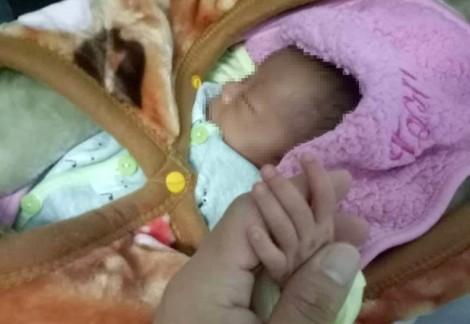Mẹ bán con gái 20 ngày tuổi với giá 40 triệu đồng vì… sợ không nuôi nổi