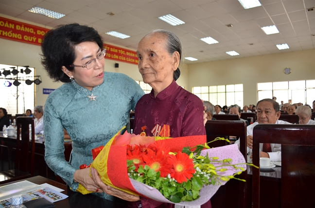 Lanh dao TP.HCM dang huong, du le ky niem 78 nam Ngay Khoi nghia Nam ky