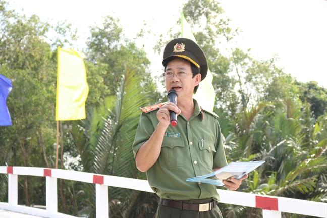 Khanh thanh cay cau noi hai xa ngheo cua huyen Binh Chanh va tinh Long An