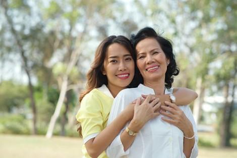 Con rể sống tử tế nhờ mẹ vợ yêu con gái hơn bản thân mình