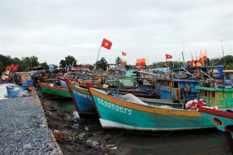 TP.HCM cấm biển, Khánh Hòa cho học sinh nghỉ học trước giờ bão số 9 đổ bộ