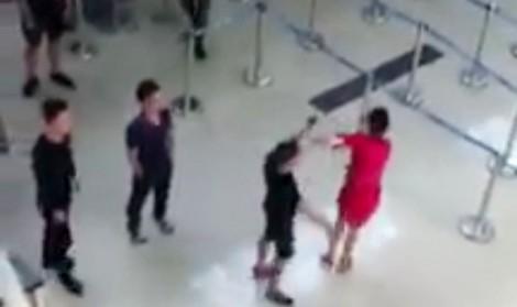 Nhân viên Vietjet ở sân bay Thanh Hoá bị nhiều thanh niên tấn công