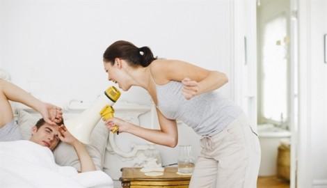 Vợ dịu dàng bất ngờ, chồng lo lắng không yên
