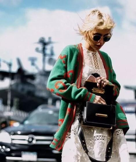 Muôn kiểu mặc đẹp với cardigan dáng dài ngày đông