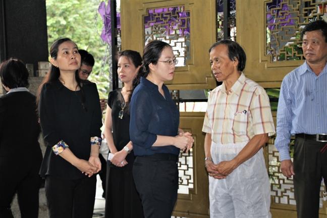 Hoi LHPN TP.HCM vieng dam tang nguyen Truong ban Ho tro phu nu phat trien kinh te