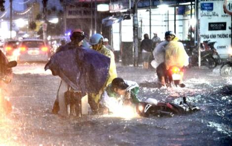 Nguyện ước bình yên trong cơn bất an giữa Sài Gòn bão