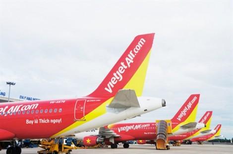 Hàng loạt chuyến bay bị ảnh hưởng do bão số 9