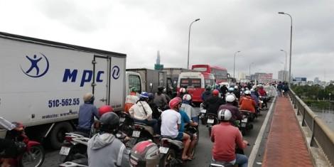 Bão đi qua, Sài Gòn ngập nặng, kẹt xe ngày đầu tuần