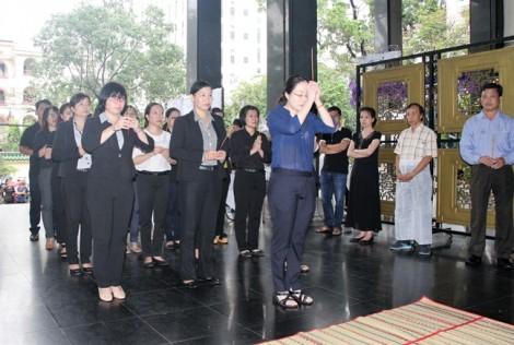Hội LHPN TP.HCM viếng đám tang nguyên Trưởng ban Hỗ trợ phụ nữ phát triển kinh tế