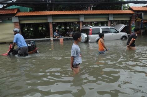 Sau bão số 9, Sài Gòn lộ ra vô vàn điểm ngập