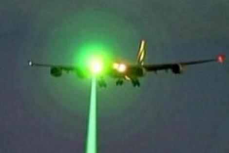 8 vụ chiếu đèn laser vào buồng lái khi máy bay hạ cánh xuống Tân Sơn Nhất