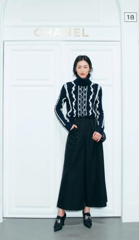 Phối đồ họa tiết đẹp như siêu mẫu Liu Wen