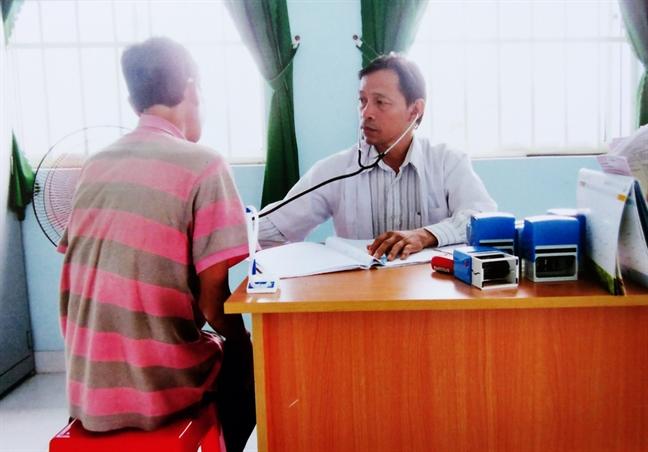 TP.HCM mua the bao hiem y te cho benh nhan HIV/AIDS tam tru tren 6 thang