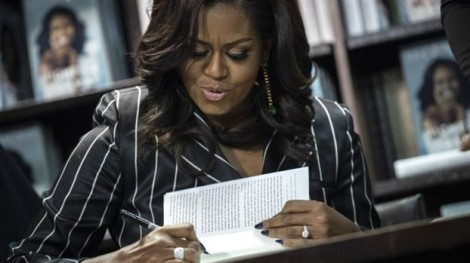 Hồi ký của cựu Đệ nhất phu nhân Michelle Obama lập kỷ lục sau 15 ngày lên kệ
