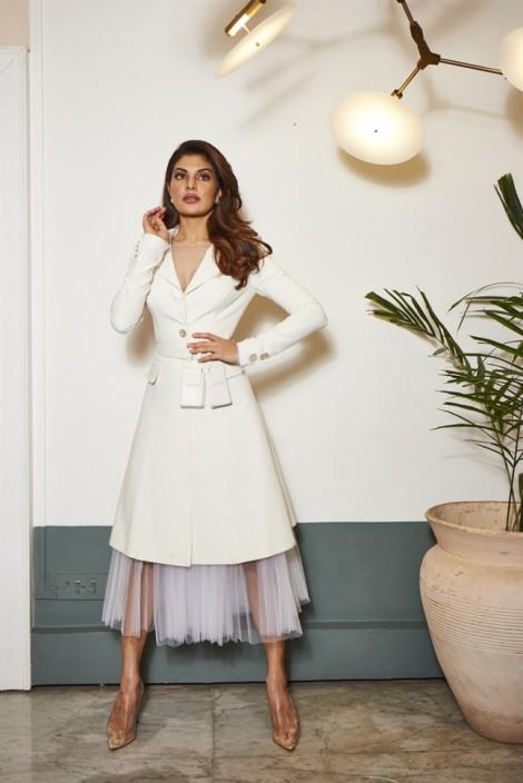 Minh tinh Ấn Độ nối dài danh sách sao nữ quốc tế diện trang phục của NTK Công Trí