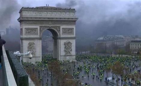 Pháp xem xét ban bố tình trạng khẩn cấp do phong trào biểu tình 'áo vàng'