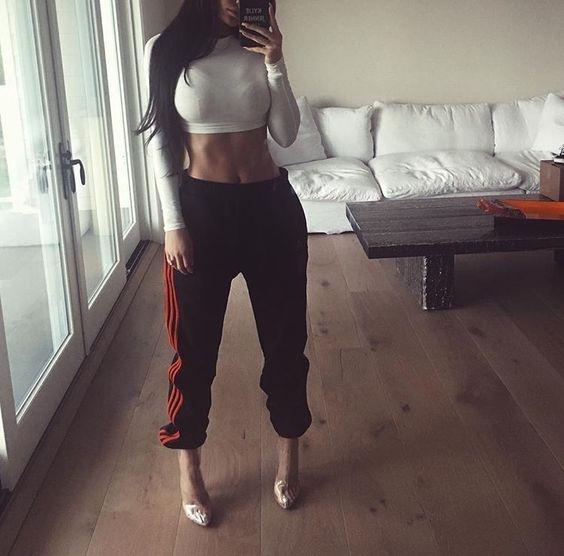 Mac croptop nang dong, nong bong nhu Kylie Jenner