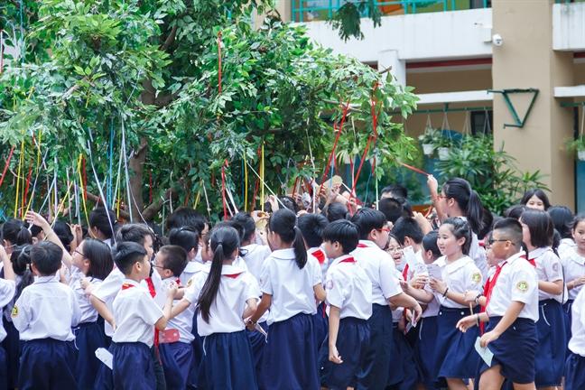 Xuc dong voi uoc mo cua gan 2000 tre em Viet