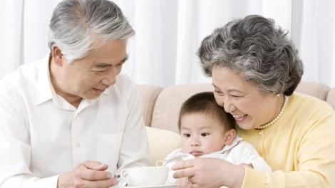 Ấm ức vì ba mẹ không giúp đỡ chăm nuôi con nhỏ