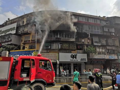 Cháy lớn tại khu tập thể cũ ở Hà Nội