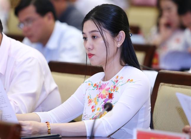 Dai bieu - NSUT Que Tran 'chanh long' voi 100 nam cai luong