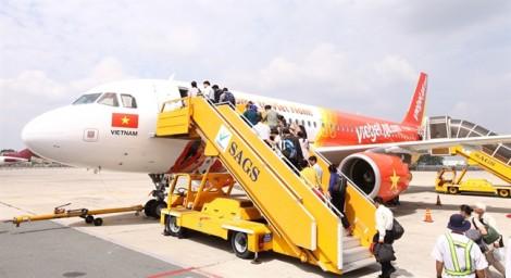 Định đấm vào mặt tiếp viên, hai hành khách có thể bị xử tăng nặng