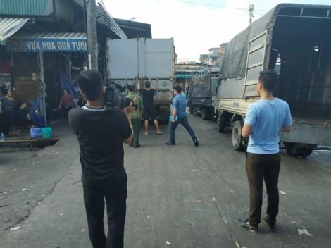 Thực nghiệm hiện trường vụ bảo kê tại chợ Long Biên