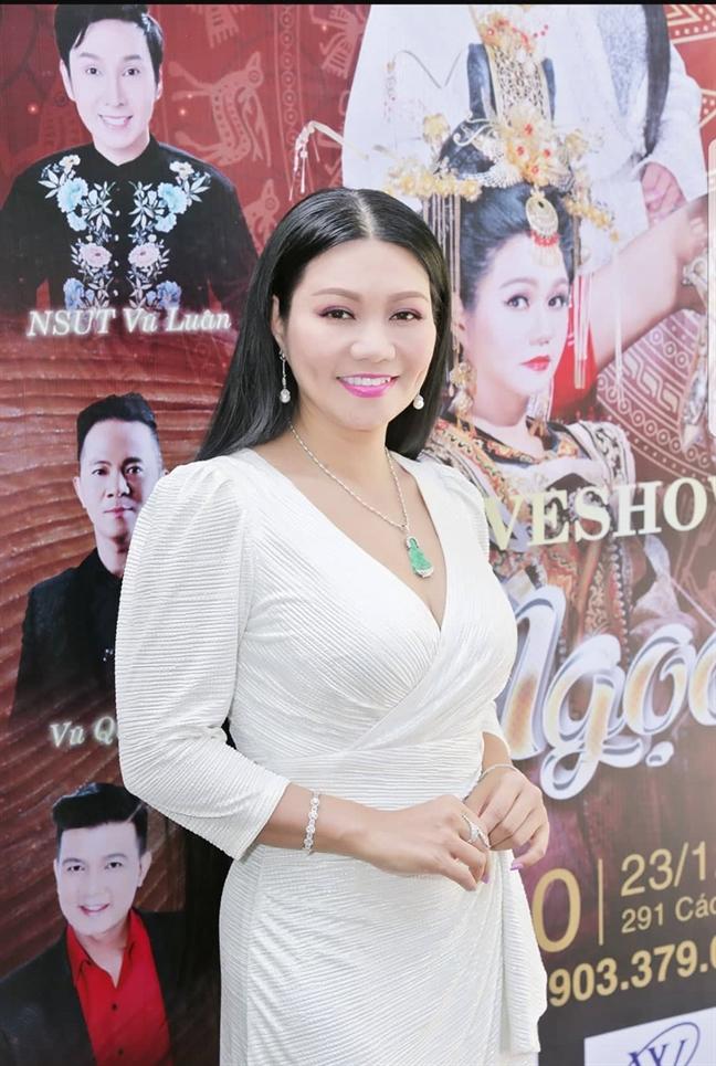 Con gai nghe si Ngoc Huyen se len san khau cung me trong liveshow