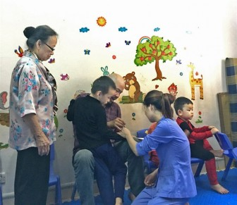 Muôn nẻo nhọc nhằn can thiệp trẻ tự kỷ (2): Những điều bé mọn cũng thành ước ao