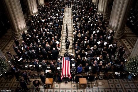 Cựu Tổng thống 'Bush con' rớt nước mắt khi đọc điếu văn tiễn biệt cha