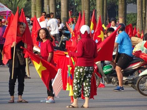 Người hâm mộ nhuộm đỏ sân Mỹ Đình trước trận bán kết lượt về của tuyển VN