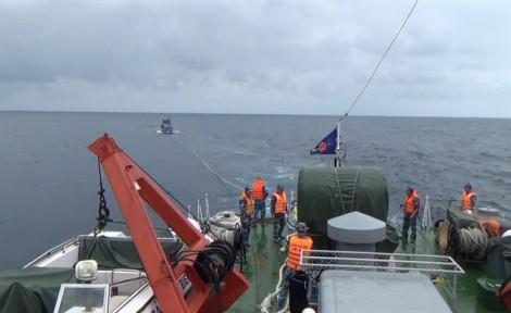 Cảnh sát biển cứu một tàu cá Đà Nẵng gặp nạn ngoài khơi