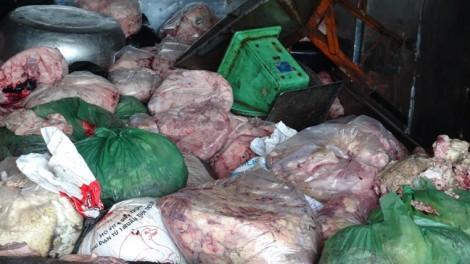 Ngăn chặn 1,4 tấn thịt hôi thối trên đường vào Sài Gòn