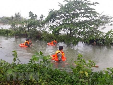 Mưa lớn, nhà sập, hai mẹ con bị nước cuốn trôi ở Quảng Trị