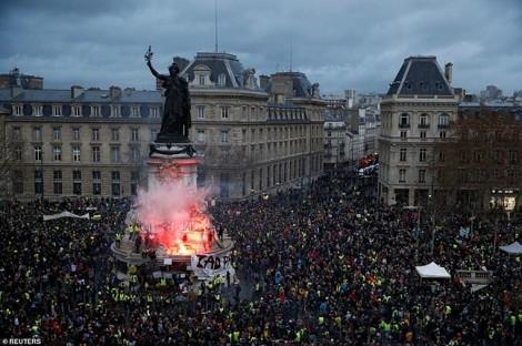 Làn sóng biểu tình 'áo vàng' trở thành thảm họa kinh tế đối với nước Pháp