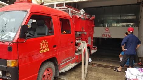 Xe chuyên dụng bơm nước cứu ô tô trong hầm chung cư ở Đà Nẵng
