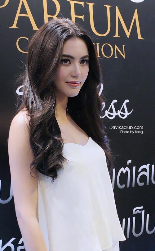 Davika Hoorne – bong hong Thai voi kha nang bien hoa kieu toc da dang