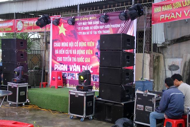 Lang que tuyen thu Phan Van Duc gop ga, heo mo hoi co vu doi tuyen Viet Nam