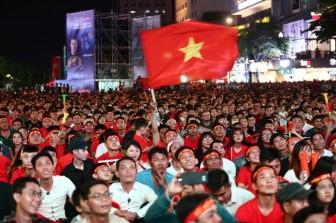 Chung kết lượt đi AFF Cup 2018 Việt Nam 2-2 Malaysia: Trọng tài thổi phạt khó hiểu, Safawi ghi bàn gỡ hòa