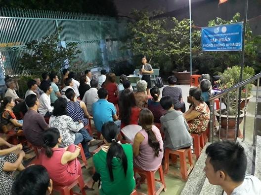 Huyen Binh Chanh: Dua kien thuc phong chong HIV/AIDS den cac khu nha tro