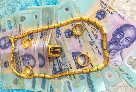 Thầy giáo thuê xe ôm tìm chủ nhân chiếc túi chứa 50 triệu, 23 chỉ vàng