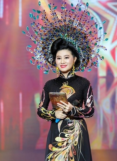 Cai luong xuong duong di bo Nguyen Hue