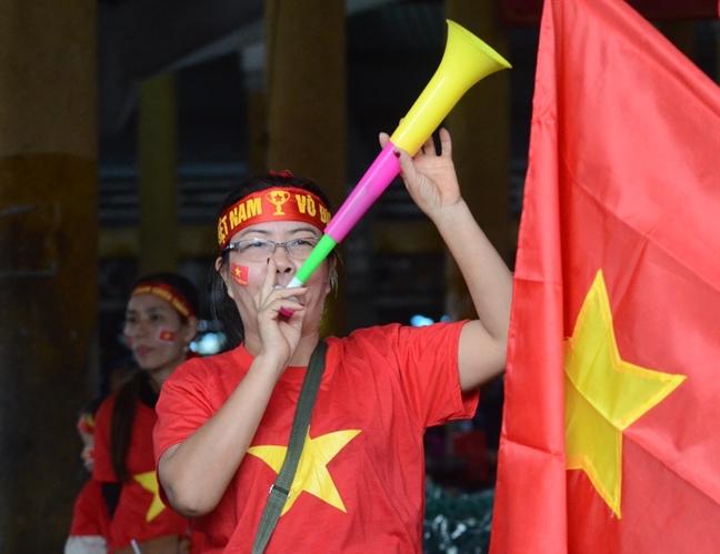 Tieu thuong xu Hue go trong, thoi ken 'tung cho' co vu doi tuyen Viet Nam