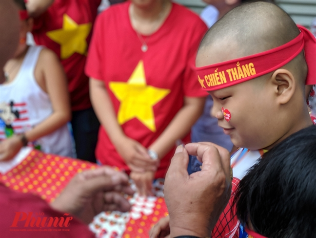 La co Viet Nam 'tung bay' tren ma cua benh nhan ung thu