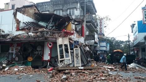 Nhà hai tầng ở trung tâm TP Huế đổ sập giữa đêm khuya