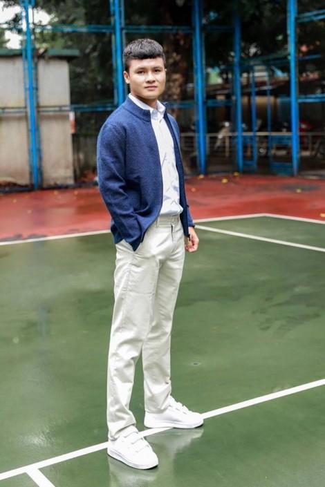 Thời trang giản dị nhưng đốn tim chị em của các cầu thủ Việt