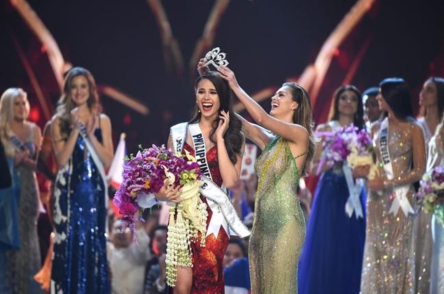 Thoi trang thanh lich cua tan Hoa hau Hoan vu the gioi 2018