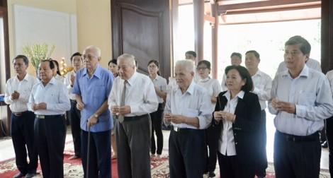 Lãnh đạo TP.HCM dâng bộ sách báo cáo cố Thủ tướng Phan Văn Khải