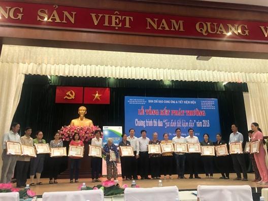 Huyen Nha Be: Tuyen duong 330 gia dinh tiet kiem dien