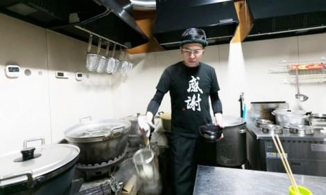 Mafia Nhật khét tiếng hoàn lương, từ bỏ thế giới ngầm để đi bán mì